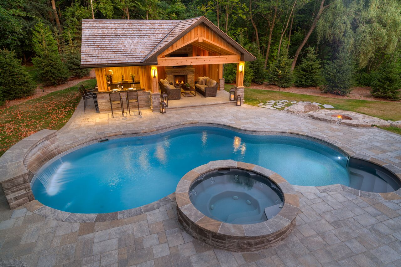 An inground swimming pool and spa, custom designed and installed by Pool Craft.